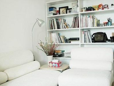 现代简约风格81 100㎡二室二厅客厅沙发书柜装修效果图
